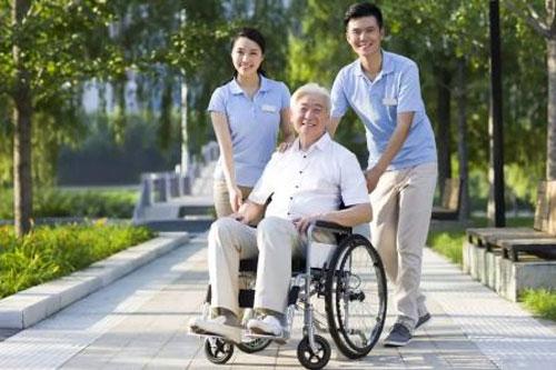 子女为老人选择养老机构需要考虑哪些软件服务?