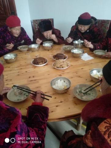 蓬安老年人的营养午餐